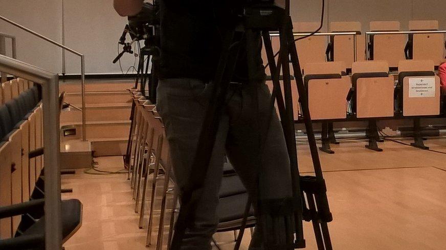 EB-Kamera mit verdecktem Kameramann