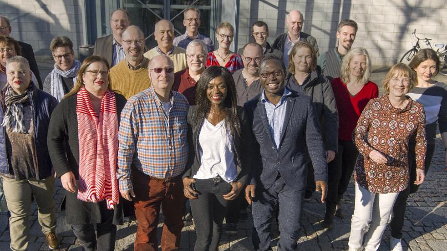 Gruppenfoto der Kandidatinnen und Kandidaten für den Personalrat Hamburg im Freien